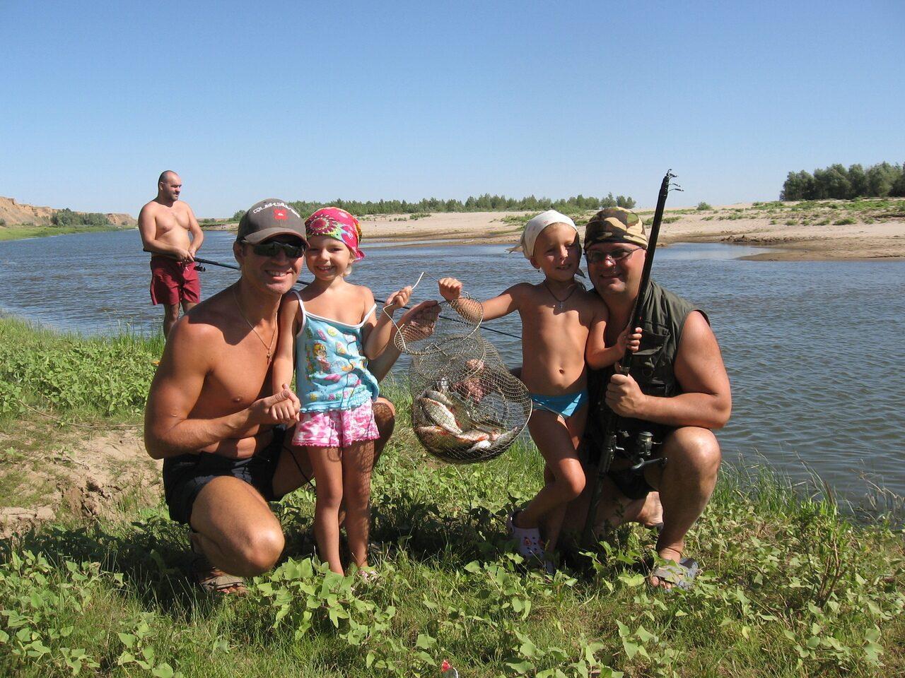 семейный отдых на рыбалке видео